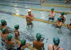 Phelps nas piscinas com crianças