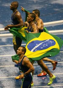 http://ol.i.uol.com.br/2008/modalidades/atletismo/080730revezamento99.jpg