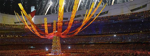 Com a tocha apagada, Pequim se despede da 1ª Olimpíada dominada pela China