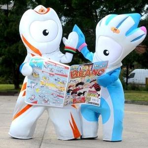 Wenlock divide sua leitura com Mandeville, mascote dos Jogos Paraolímpicos