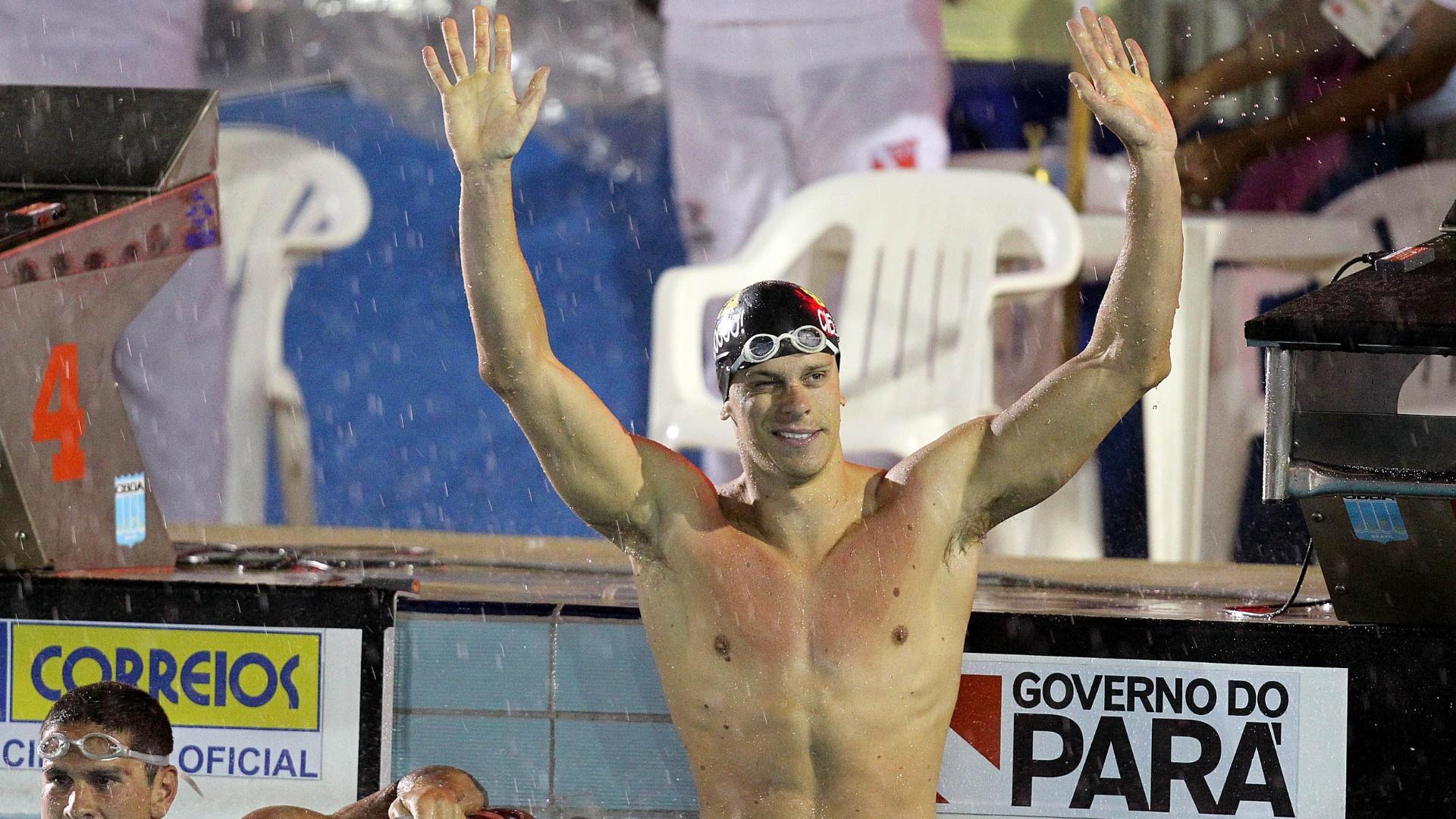 Cesar Cielo festeja após conquistar a medalha de ouro nos 50m borboleta no Sul-Americano, em Belém