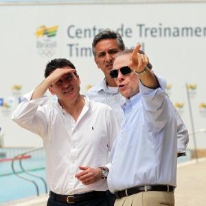Nuzman ao lado de Sebastian Coe, presidente de Londres-12; brasileiro vive pressão na eleição