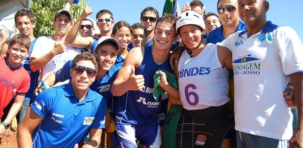 Ana Sátila, com a camisa número 6, comemora a conquista da vaga para os Jogos Olímpicos