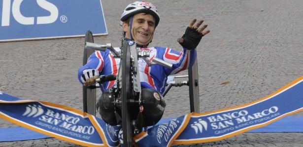 Aos 45 anos, Zanardi compete em três provas de handbike na Paraolimpíada de Londres